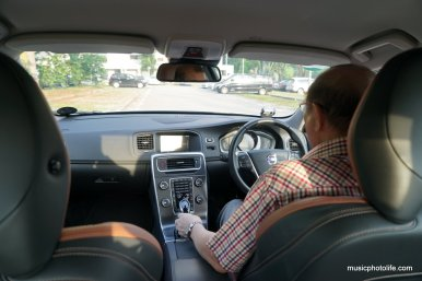 Dad test drives Volvo S60 T5