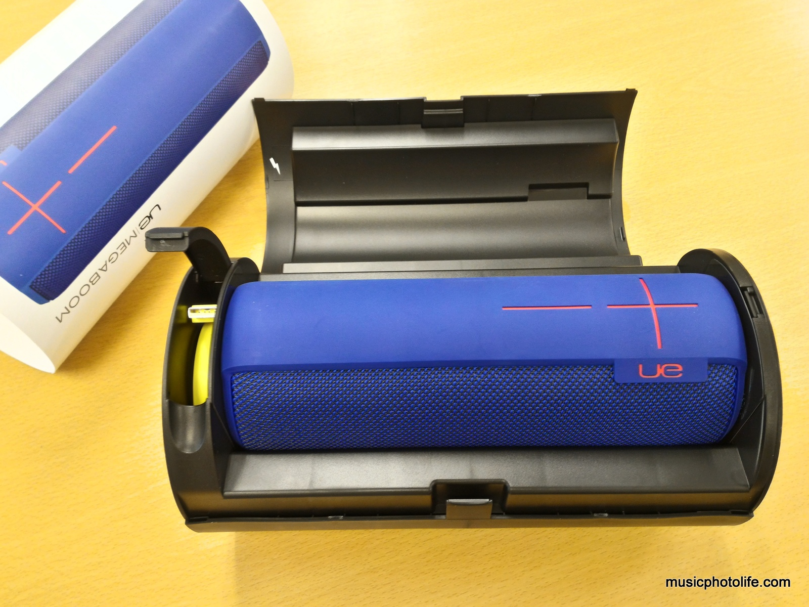 Ue megaboom waterproof wireless speaker review for Housse ue megaboom