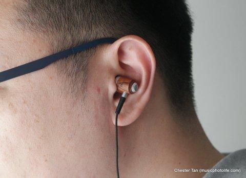 How ZealSound HDE-300 looks when worn on ears