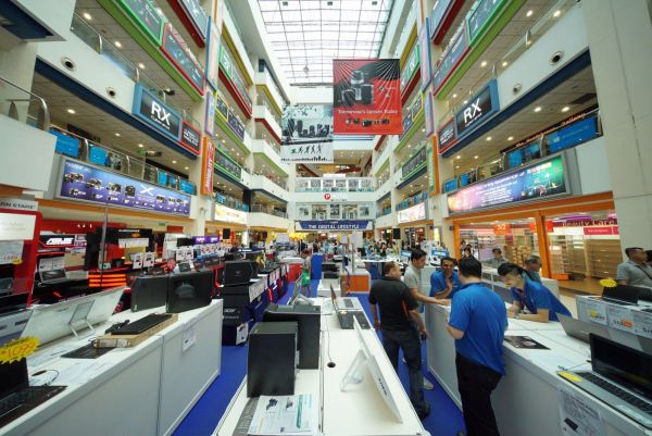 Funan IT Mall shot by Chester Chen
