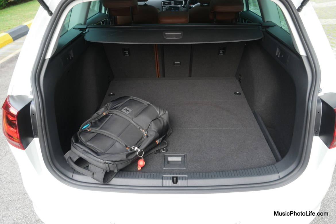 Volkswagen Golf Variant boot space - review by musicphotolife.com