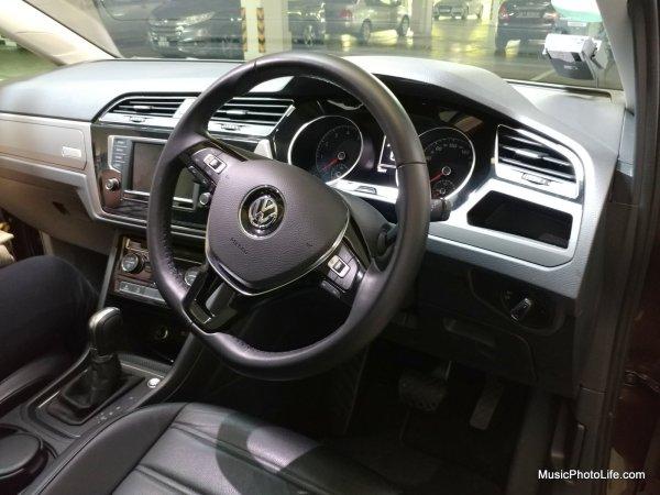 Volkswagen Touran driver seat