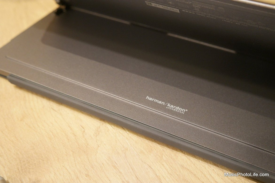ASUS Transformer 3 Pro kickstand with Harman Kardon logo, review by musicphotolife.com
