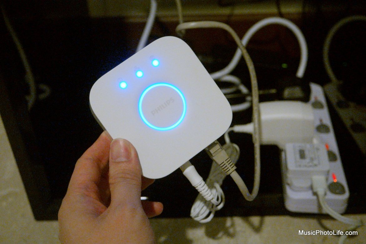 Philips Hue White and Colour Ambience Starter Kit A19 review by musicphotolife.com