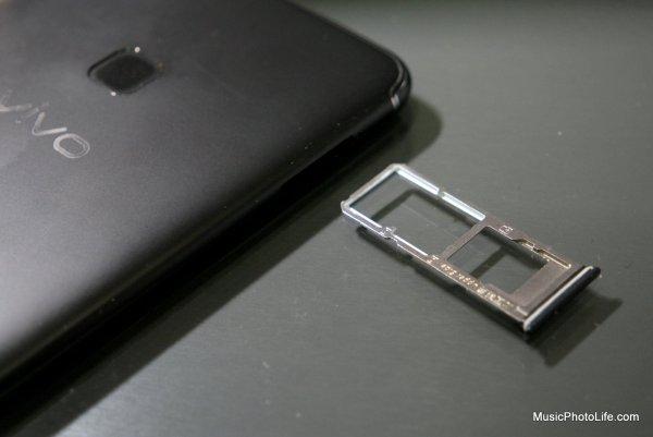 Vivo V7+ SIM tray