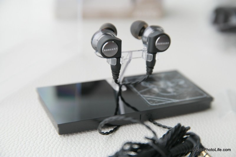 Creative Aurvana Trio earphones in detail