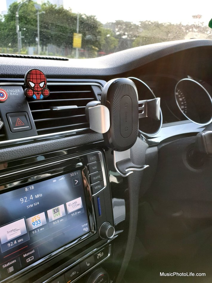 Baseus 10W Qi Car Wireless Charger Phone Holder review