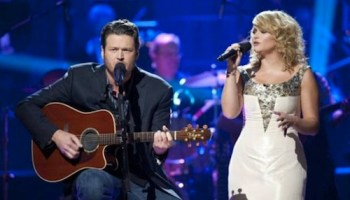 Blake Shelton Cheers Its Christmas.Blake Shelton Cheers Christmas With New Album