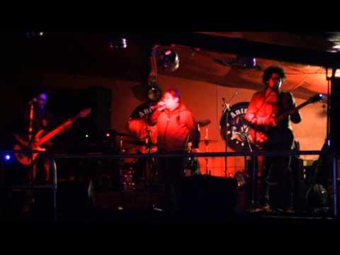 Identidad Propia -Femicidio- En Vivo Invierno Antros Rock Bar