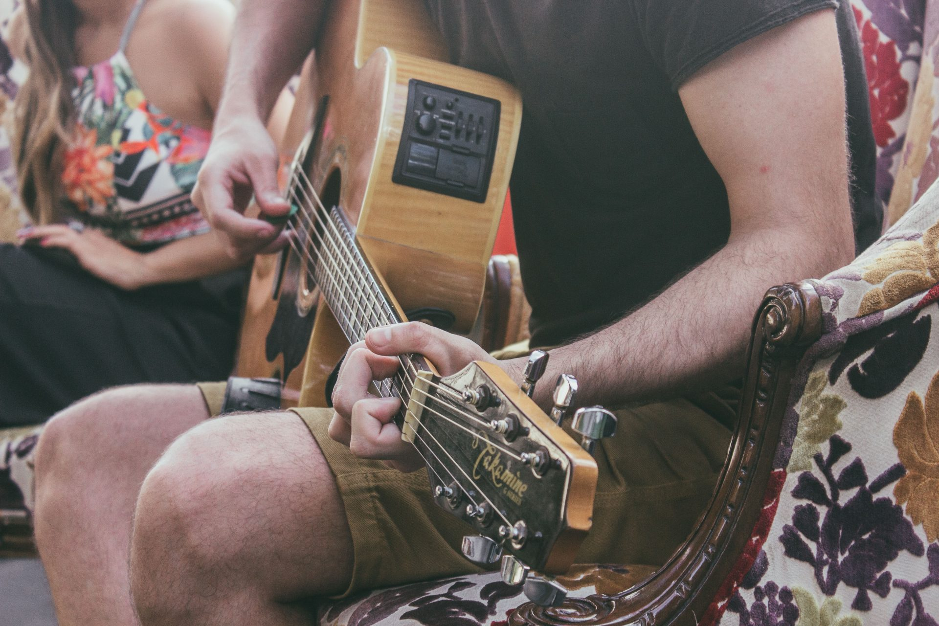 adult guitar lessons tips