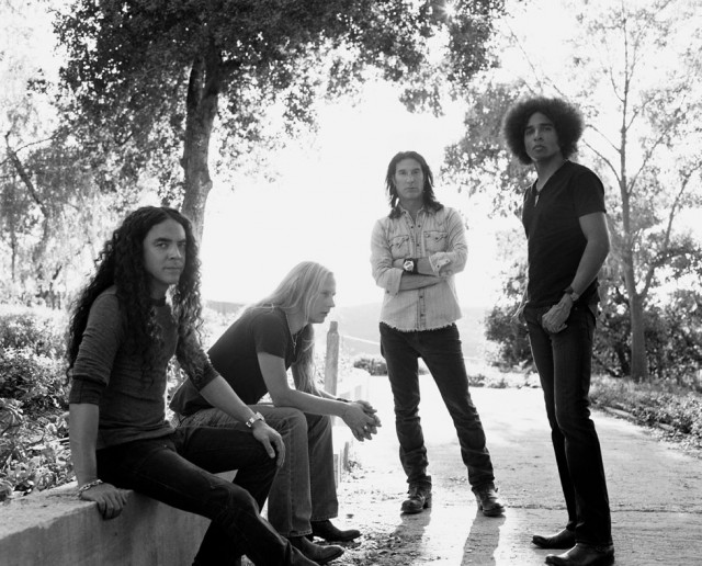 alice-in-chains-band-picture-black-and-white