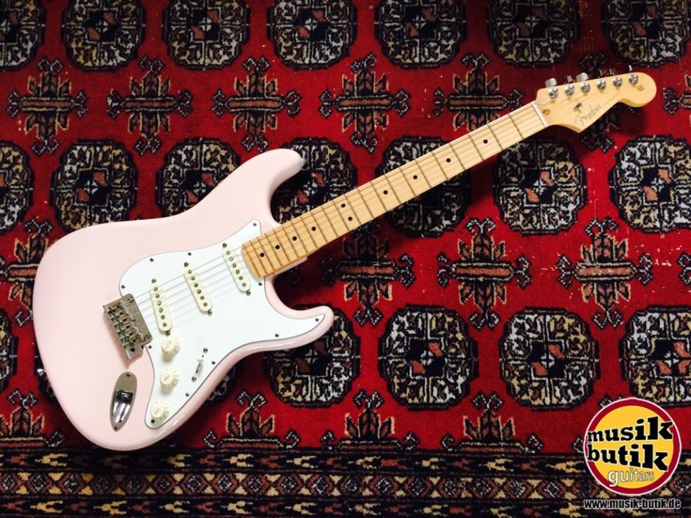 Fender Strat Shell Pink.jpg