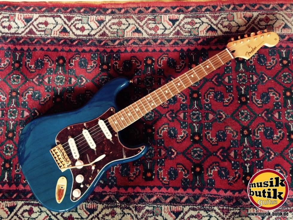 Fender Deluxe Players Strat Saphire Blue Transparent RW.jpg