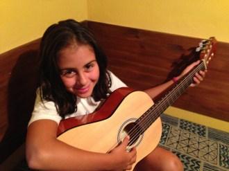 Probando con la guitarra - MusikalSol 2014