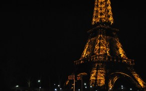 Le Tour Eiffel at Night