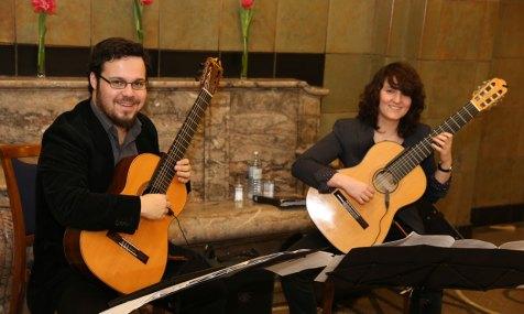 """Grenzenlose Musiker als """"Guitarra a dos""""bei der Jahres-Auftaktveranstaltung 2015 von 'Pflegen und Wohnen'. Foto: Peter Vogel"""