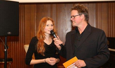 """Magdalena Abrams, Initiatorin von Musiker ohne Grenzen, im Gespräch mit Alsterradio-Moderator """"AC"""". Foto: Peter Vogel"""