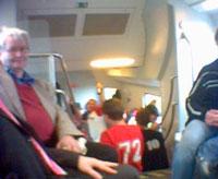 Bayern Fans im Zug. Foto: Hufner