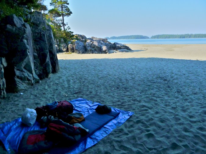 Cool little hideaway for sleeping - Tomquin Park Beach, Tofino