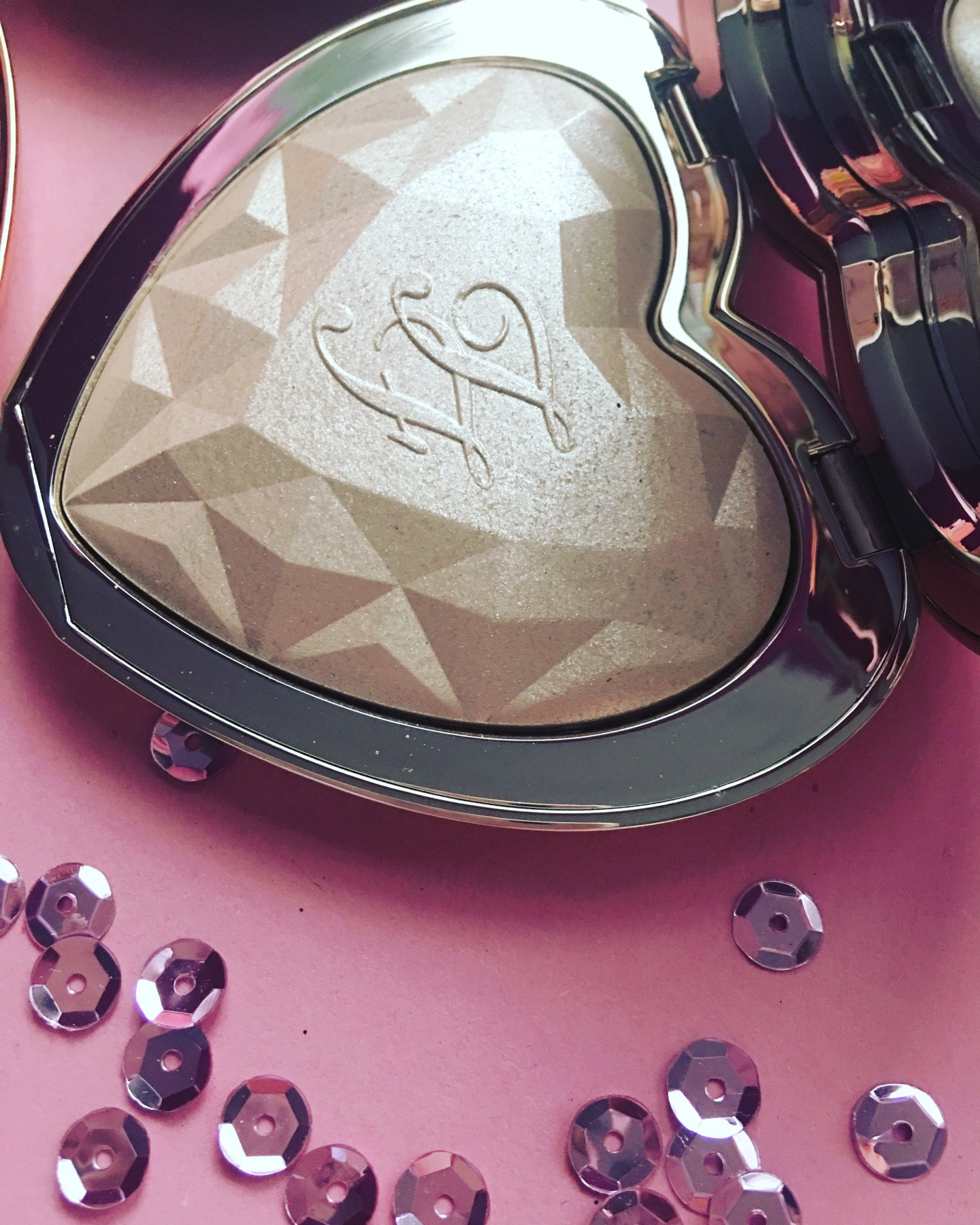 Too Faced Love Light Prismatic Highlighter (3)