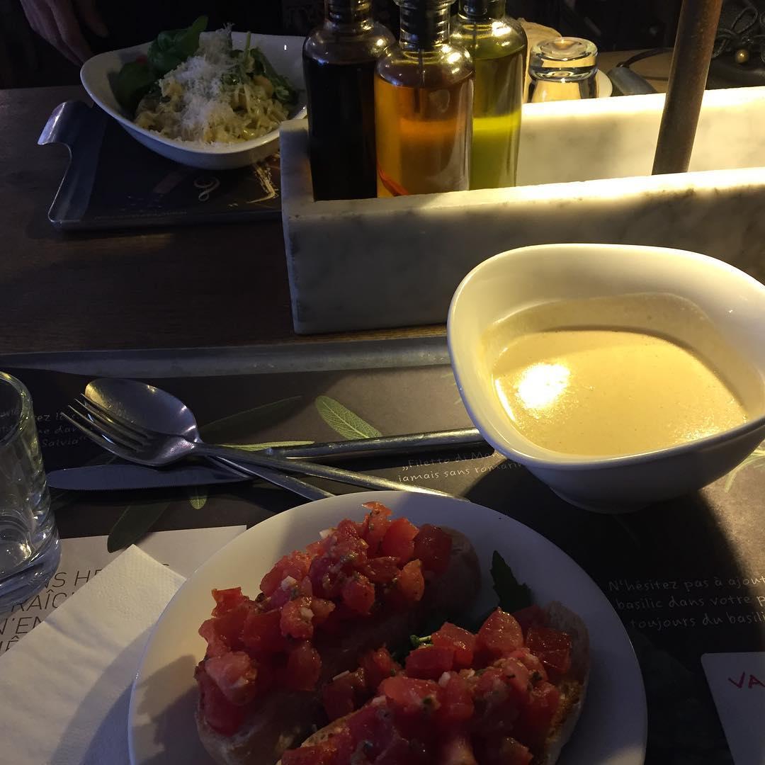 Best place ta eat at La Dfense  Paris hellip