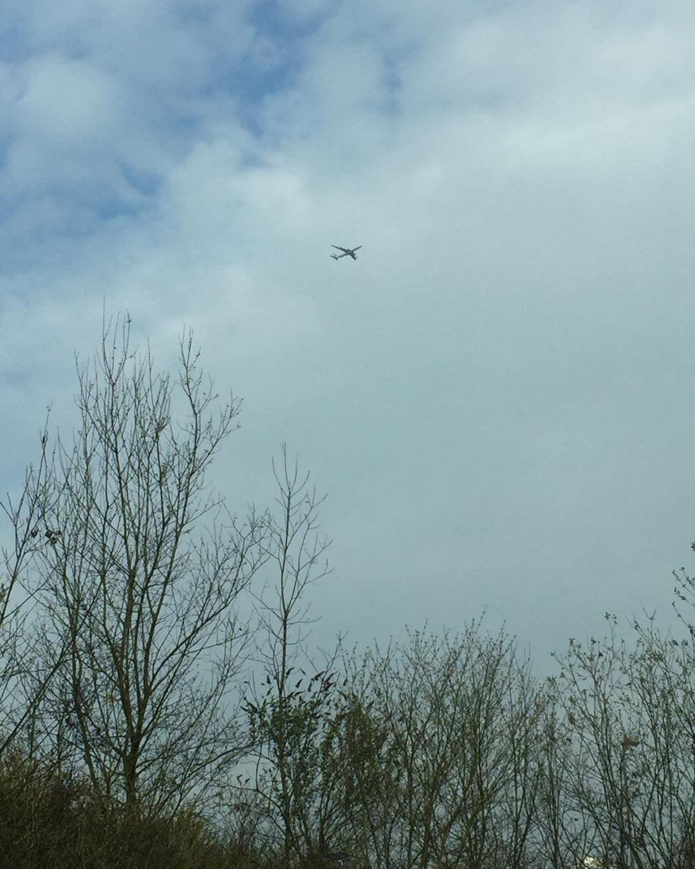 Quand je vois un avion dans le ciel je pensehellip