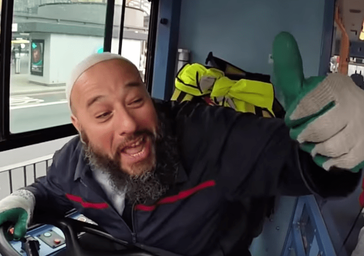 This London Bus Driver Is Schooling Us in the Fundamentals of Islam