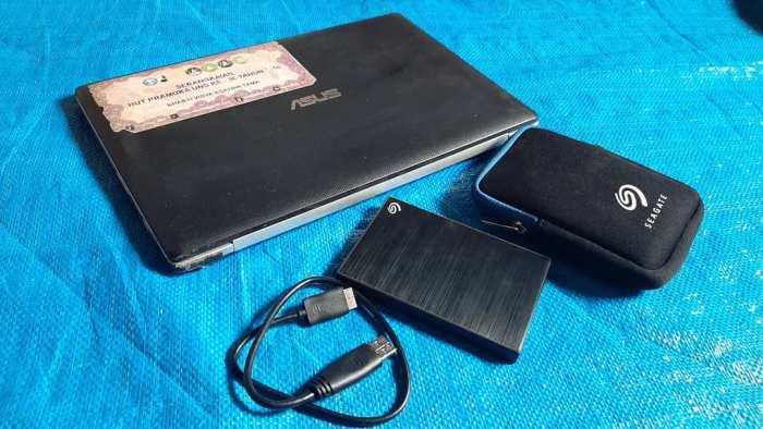 Laptop-dan-Hardisk-Eksternal-Mbak-Sri