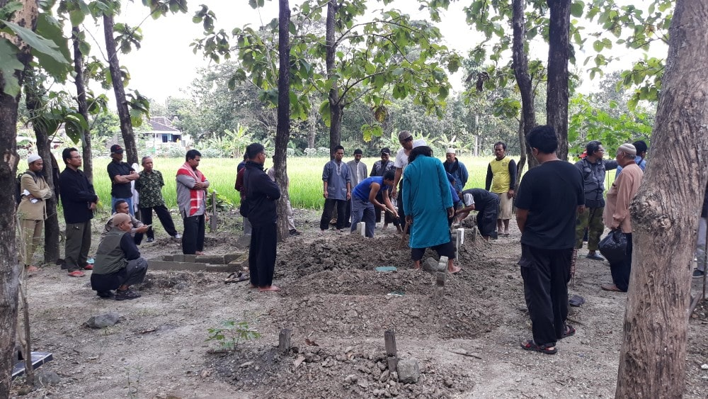 Suasana di Pemakaman Muslim Kalioso Sragen