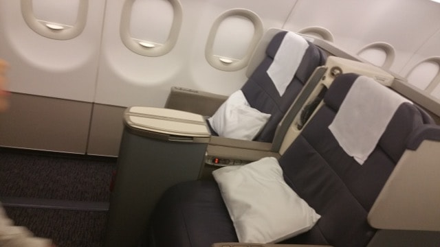 Gulf Air A320 and A321 Abu Dhabi / Bahrain / Jeddah business class review on our way for Umrah. Impressions and reviews.