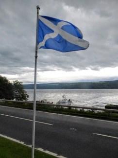 w tle Loch Ness
