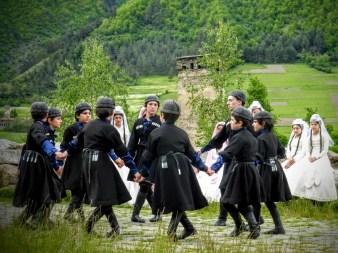 14-chlopcy-na-festiwalu-tanecznym-w-mestii
