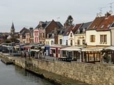 Domy w dzielnicy Saint-Leu nad kanałem