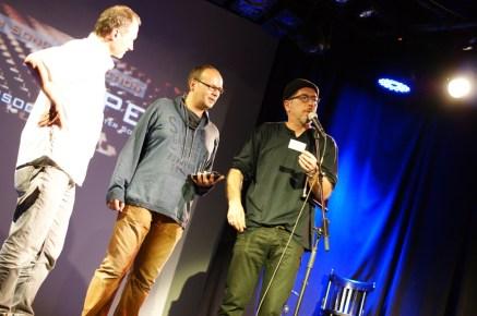 Sven Kemmler verkündet die Publikumsgewinnerin