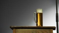 Bühnen-Stilleben mit Bier