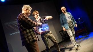 Glücksfee Peter Fischer zieht Publikumsgewinner