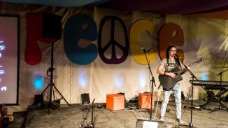 Romy machte den Anfang mit Ihrer Zugabe. Sie kann aus einem großen Fundus an eigenen Songs schöpfen. Das Publikum war begeistert.