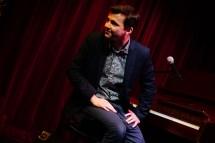 Gitarriert nicht nur, sondern pianiert auch: David Husz