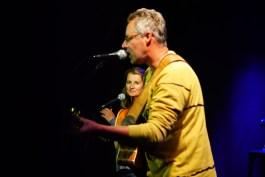 Erdige Popsongs aus Augsburg mit Ehefrau Michaela an den Backing Vocals: Walter Krüger