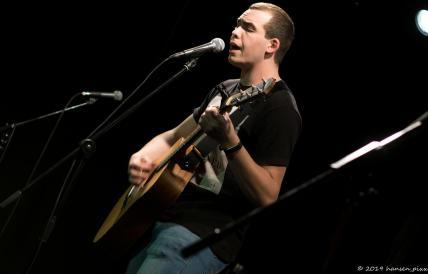 """Lukas Metz, der Unterfranke der selten eigenes Material spielt und deshalb am """"Sonndach"""" noch schnell einen Song geschrieben hat. Allmecht!"""