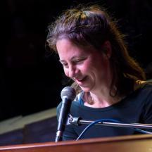Sandra Hollstein beim Liebesliedsingen.