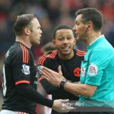 SUNDERLAND, ENGLAND - FEBRUARY 13:  Wayne Rooney and Memphis Depay of Manchester United confront referee Andre Mariner during the Barclays Premier m/ match between Sunderland and Manchester United at The Stadium of Light on February 13, 2016 in Sunderland, England. (Photo by Ian MacNicol/Getty images) *** Local Caption *** Wayne Rooney; Memphis Depay; Andre Mariner