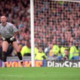 18 Nov 2000:  Fabien Barthez of Manchester United in action during the FA Carling Premiership match against Manchester City played at Maine Road, in Manchester, England. Manchester United won the match 1-0.  Mandatory Credit: Shaun Botterill /Allsport