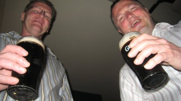 Två glas med Guinness.