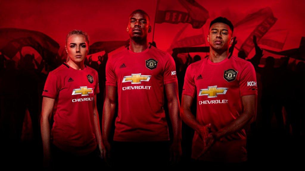 ceb54238 Manchester United lanserar hemmatröjan för säsongen 2019/20 ...