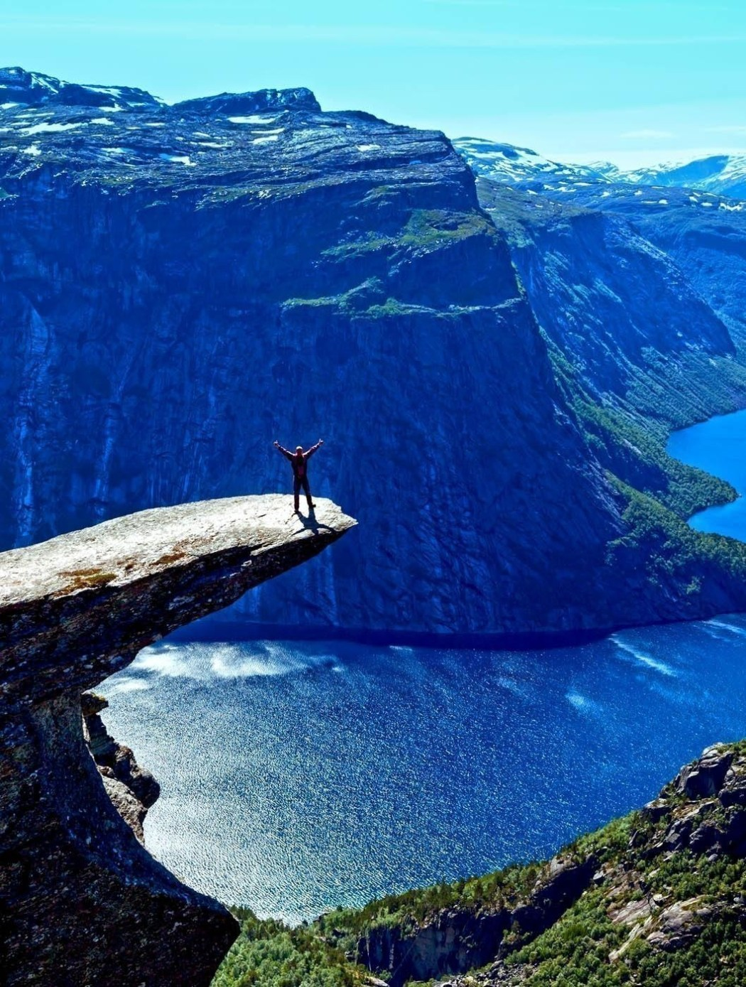 The summer view of Trolltunga (The Troll's tongue) in Odda ( Ringedalsvatnet lake ) | Norway Travel Guide