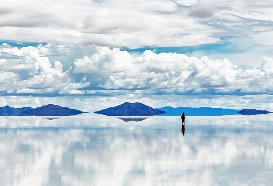 Salar de Uyuni is largest salt flat in the World (UNESCO World Heritage Site) | Top 10 Backpacking Destinations Around the World