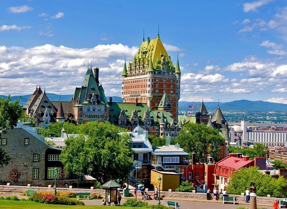 Chateau Frontenac best known landmark of Quebec | Top 10 Backpacking Destinations Around the World