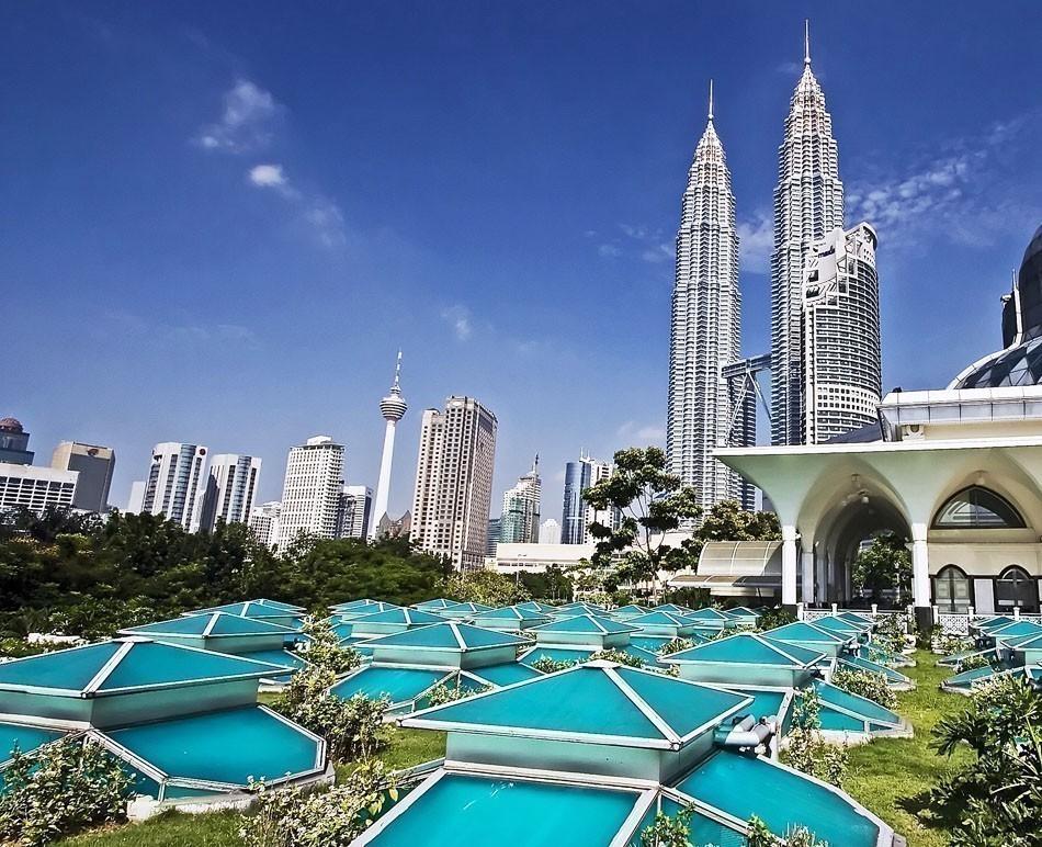 Petronas Twin Towers at Kuala Lumpur, Malaysia | TOP 10 Budget Destinations for 2016