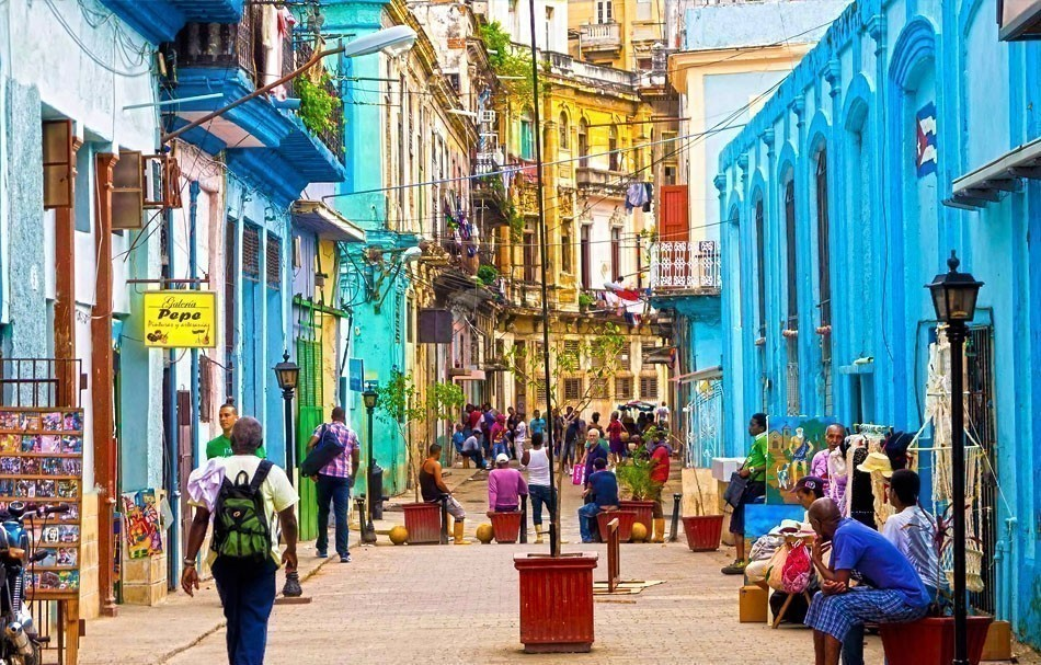 Colorful old buildings in Havana, Cuba | 10 of the Most Colorful Cities in the World